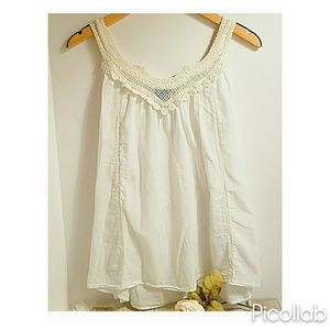 Gap White Cotton w/Ivory Crocheted Lace